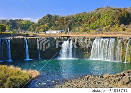 【大分県】晴天下の原尻の滝 74853751