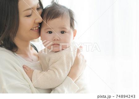 可愛い赤ちゃん 親子 74894243