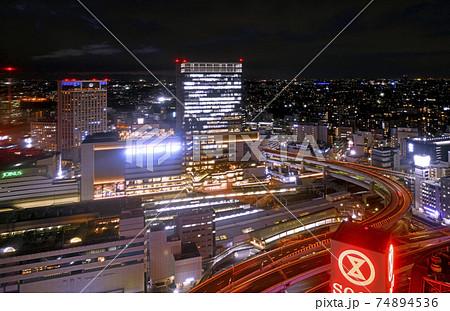 日本の横浜都市景観 生まれ変わった横浜駅。画面中央が新名所・JR横浜タワー 74894536