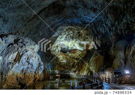 秋芳洞(あきよしどう)青天井の景色 山口県 74896334