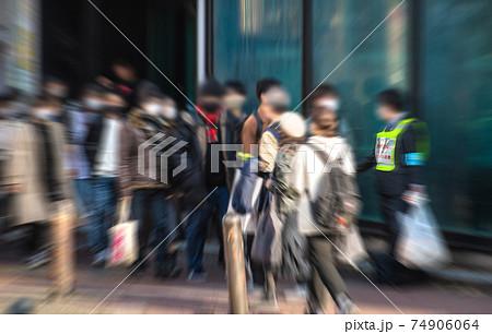 日本の横浜都市景観 緊急事態宣言発出中。徹底した外出自粛…。人出はもはや平時と何ら変わらない=横浜 74906064