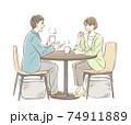 お茶する男女のペア 74911889