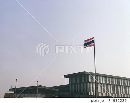 タイ国旗と建物 74932226