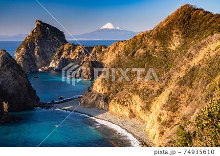 《静岡県》富士山と千貫門・伊豆の景勝地 74935610