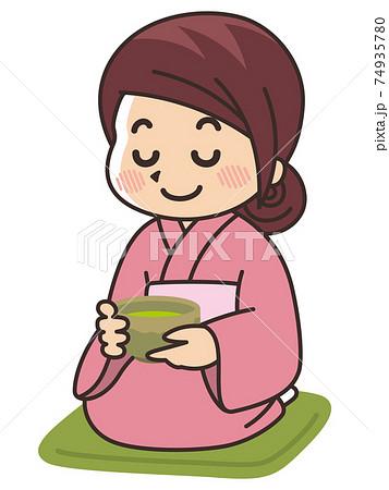 抹茶を飲む着物の女性 茶道 74935780