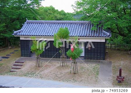兵庫県洲本市 洲本城に行く途中にある公衆トイレ 74953269