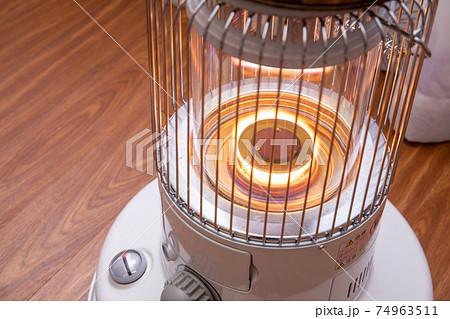 石油ストーブ 電気を使わないので災害に強い 74963511