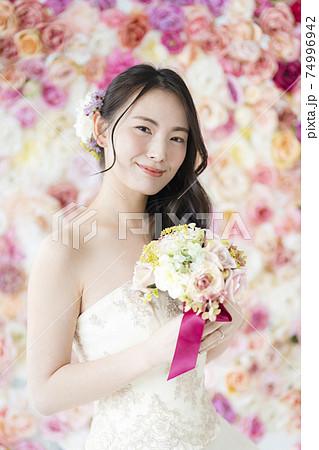 フラワーバックの花嫁 74996942