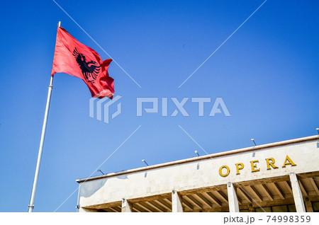 アルバニアの首都ティラナのオペラハウス 74998359