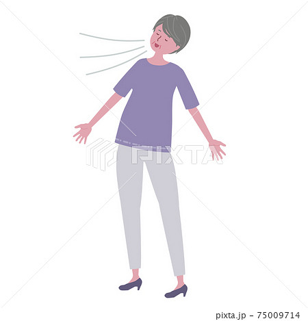 深呼吸をするシニア女性 75009714