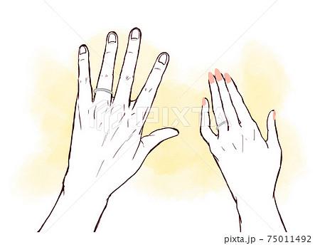指輪をはめた男女の手 75011492