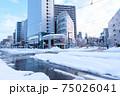 冬・雪の富山駅前 75026041