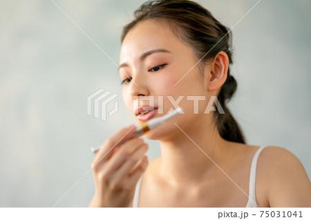 20代女性うぶ毛剃り 75031041