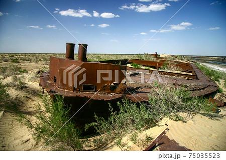 ウズベキスタン、モイナクの船の墓場 75035523