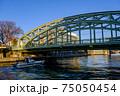 東京・小名木川に架かる萬年橋 75050454