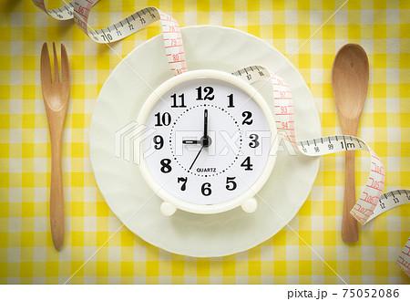 食事時間で健康管理 時計 健康管理 食事管理 75052086