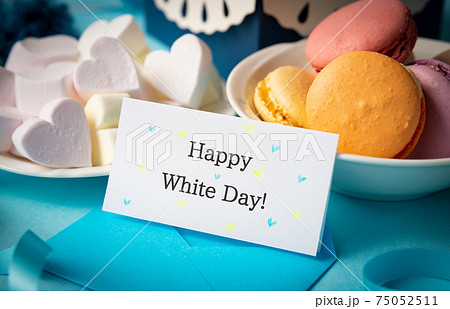 Happy White Day!のメッセージカード ホワイトデー マカロン 洋菓子 マシュマロ 75052511