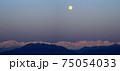 満月と北アルプスのパノラマ写真 75054033