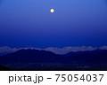 満月と雪山 75054037