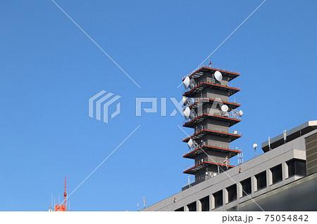 <東京都>多くのアンテナが設置された総務省の入る合同庁舎 75054842
