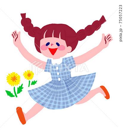 笑顔で走る女の子 75057223