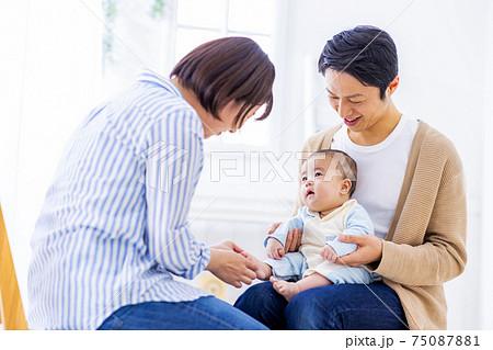 赤ちゃん 家族 3人 75087881