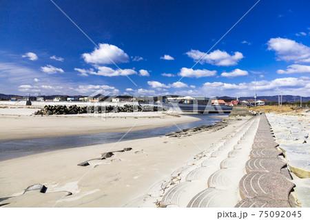 茨城県高萩市 前浜海岸の関根川河口付近 75092045