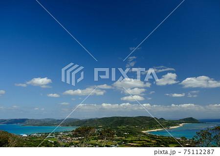 奄美大島 二つの海が見える丘からの景色 75112287