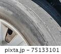 すり減ったタイヤ 75133101