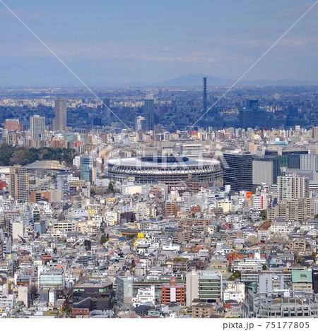 東京 オリンピックスタジアムと都市風景 75177805