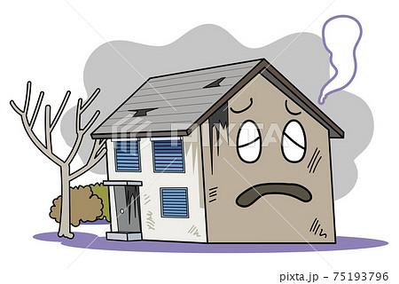 空き家問題-長年放置されて老朽化が進み荒れ果てる 75193796
