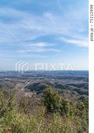 八王子城跡の登山道から見た東京都街 75212696