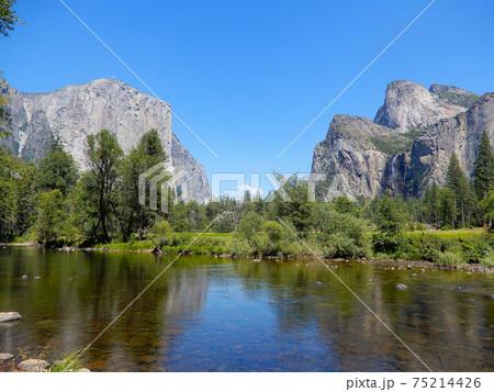 ヨセミテ国立公園・バレービューの景色 75214426