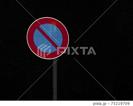 夜の駐車禁止の道路標識 75219709