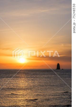 夕暮れの海(長崎県・大野浜海浜公園にて)) 75248550