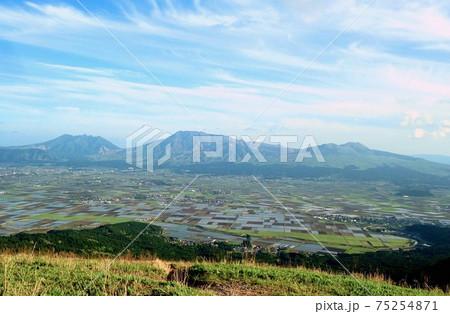 熊本・阿蘇・大観峰からの阿蘇五岳 75254871