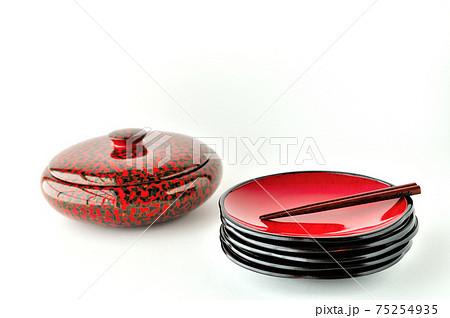 根来塗り菓子皿と津軽塗のお菓子入れ 75254935