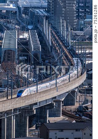 神通川を渡る北陸新幹線 75261286