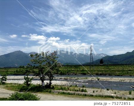 山と川と雲 75272851