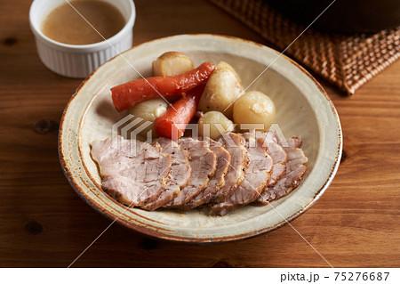 豚肩ロースと野菜の蒸し焼き 75276687