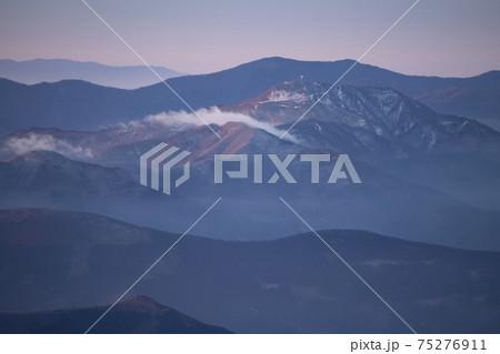 石鎚山から見る中津明神山(愛媛県) 75276911