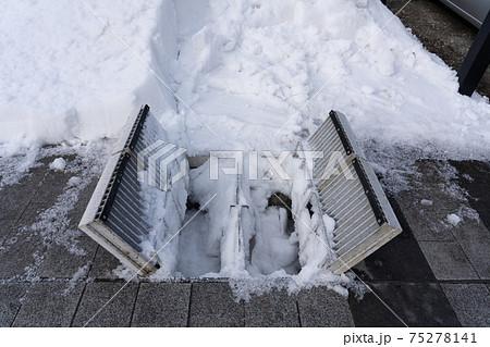 流雪溝の雪溝グレーチングで大雪対策 75278141