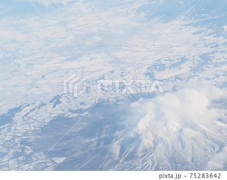 上空から見下ろした岩木山近辺 冬 75283642