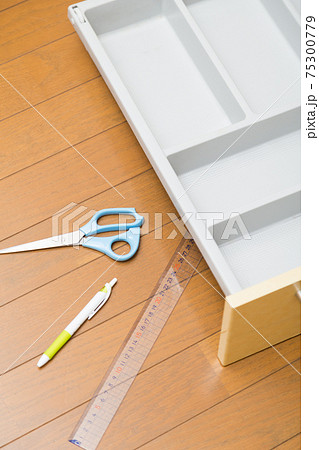 DIYイメージ キッチン小物整理 75300779