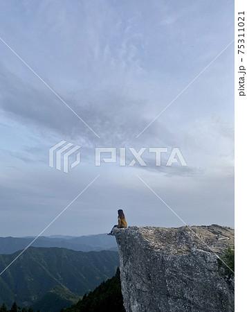 和歌山県の観光地生石高原での崖でインスタ映え 75311021