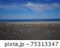 青空と日本海が広がる風景 新潟県糸魚川市 ヒスイ海岸 75313347