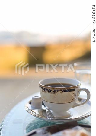 眺めの良いテラス席でいただく美味しいコーヒー 75313882