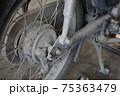 埃まみれのバイク 75363479