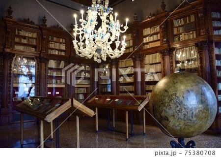 イタリアのベネチアのコッレール博物館の館内 75380708
