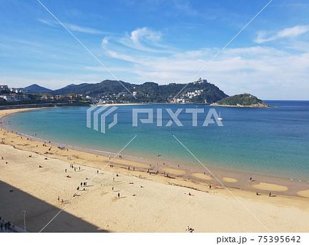 スペイン・サンセバスチャンの海辺 75395642